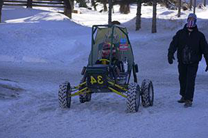 The Clarkson 巴哈SAE engineering project team competes in a competition in the snow.