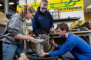 Students from Clarkson's Human Powered Vehicle 速度 team work on their engineering design project